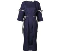 Kleid mit Falten