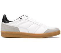 Sneakers mit schmalen Schnürsenkeln