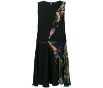 Ausgestelltes Kleid in Patchwork-Optik