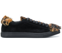 Sneakers mit Nerzpelzbesatz