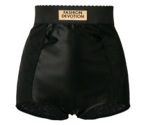 Shorts mit gewelltem Saum