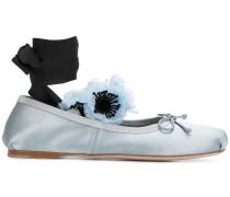 Ballerinas mit floraler Verzierung