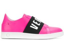 Slip-On-Sneakers mit Logo-Riemen