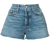 Kurze Jeansshorts mit ausgefranstem Saum