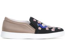 Slip-On-Sneakers mit Pfauen-Stickerei