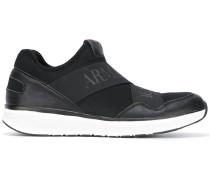 Sneakers mit Stretchbändern