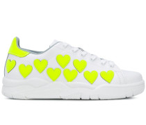 Sneakers mit Herzen