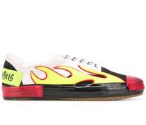 Sneakers mit Flammen