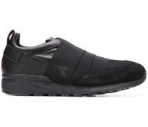 Sneakers mit Elastikbändern