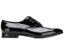 Klassische Oxford-Schuhe aus Lackleder