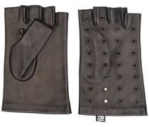 Handschuhe mit Lochstickerei