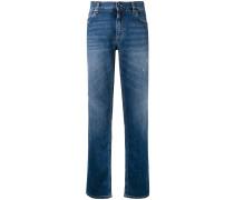Gerade Jeans mit aufgesticktem Logo