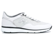Sneakers mit Metallic-Einsatz