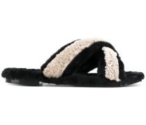 Sandalen aus Leder und Lammfell