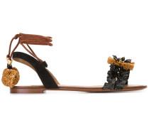 Sandalen mit Bast-Verzierungen