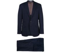 Anzug mit Streifen