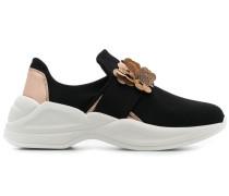 Sneakers mit Blumenapplikation