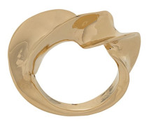 Ring in verdrehter Optik