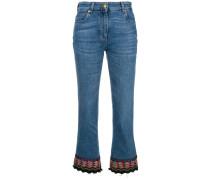 Cropped-Jeans mit besticktem Saum