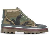 Stiefel mit Camouflage-Print