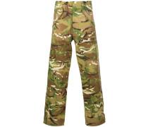 Weite Hose mit Camouflage-Print