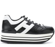 Sneakers mit Logo-Verzierung