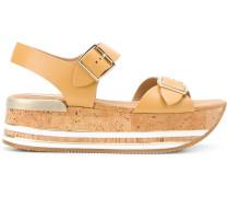 Flatform-Sandalen mit gestreifter Sohle