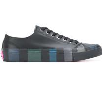 Sneakers mit Längsstreifen