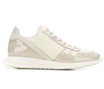 Sneakers mit Lackledereinsätzen