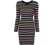 Enges Kleid mit Streifen