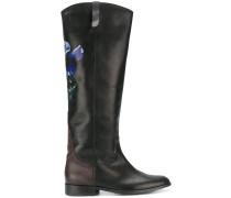 Kniehohe Stiefel mit floraler Verzieung