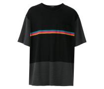 T-Shirt mit Regenbogenstreifen