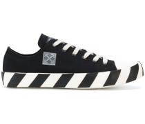Sneakers mit gestreifter Sohle
