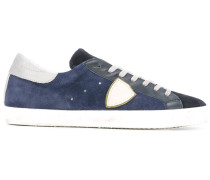 Sneakers mit Patch