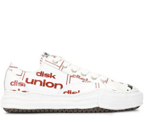 Sneakers mit Slogan