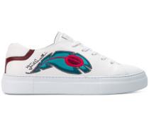 Sneakers mit Pfauen-Stickerei