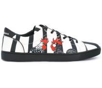 Gestreifte Sneakers mit Hahn-Print