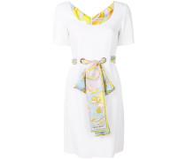 Tailliertes Seidenkleid mit Gürtel