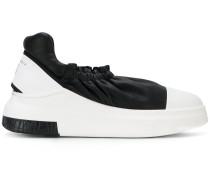 Sneakers mit Stretcheinsatz