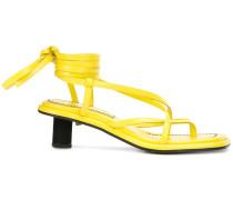 Sandalen mit gewickeltem Knöchelriemen