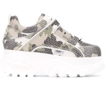 Sneakers im Camouflage-Look