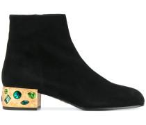 Stiefel mit verziertem Absatz