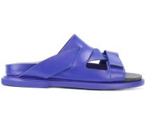 Sandalen mit asymmetrischen Riemchen