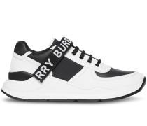 Sneakers mit Logo-Detail