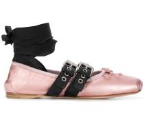 Ballerinas mit Knöchelriemen