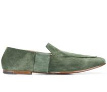 Schuhe mit Ziernähten