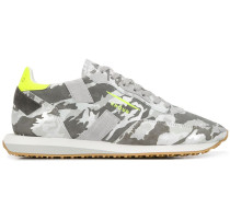 Sneakers mit Camouflagemuster
