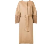 Mantel mit Pelzärmeln