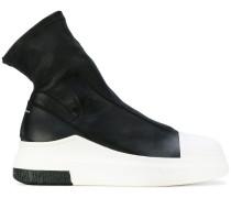 Sneakers mit kontrastierender Sohle