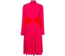 Mittellanges Kleid mit Rollkragen